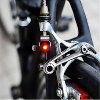 Wholesale- Heißer Verkauf Bremsfahrradlicht Mini-Gebirgsfahrradrücklicht hinten Radfahren rote LED-Lampe mit CR1025 Batterie zu
