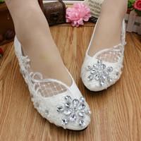 Chegada nova Cristais Sapatos De Casamento Que Bling Branco Sapatos de Noiva de Renda Doce Confortável Prom Party Shoes Flat Salto Alto Disponível 2017