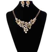 кулон ожерелье серьги комплект ювелирных изделий Прямые продажи высокого качества сплава листьев Алмаз жемчужное ожерелье мода щедрый свадебный комплект цепи