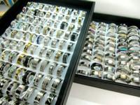 Großhandelsschmucksache-Lose 100pcs Mischungs-Art Spitzen-Edelstahl-Mens-Frauen-Art- und Weiseringe für Geschenk-Partei-Hochzeits-Ring