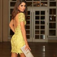 옐로우 레이스 Applique 칵테일 드레스 보석 반팔 깎아 지른 뒤로 덮여 버튼 미니 파티 드레스 새로운 도착 패션 짧은 클럽 착용