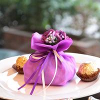 Venda quente Artificial Elegante Rhinestone Bouquet Presentes de Casamento Sacos de Casamento Centrais Favores Caixa De Doces De Cetim De Damasco Para Decoração de Mesa