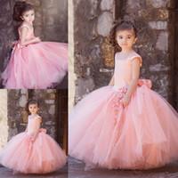 Vintage Blush Pink Ball Ball Balls Vestidos de la niña de la flor para el piso de la boda Longitud del niño Primera comunión Vestido Cuadrado Hecho a mano Flores Hecho de arco