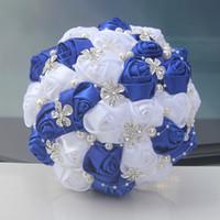 Beyaz ve Kraliyet Mavi Düğün Gelin Buketleri Düğün Malzemeleri Yapay Çiçek Inciler Rhinestones Tatlı 15 Quinceanera Buketleri W224-6