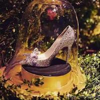 新しい豪華なシンデレラシルバーハイヒールのクリスタル夏の結婚式のブライダルシューズ尖ったつま先のヒールラインストーンバタフライブリンブル靴