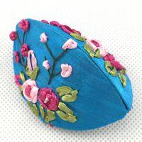 Cinta hecha a mano Bordado Pequeña joyería Caja de regalo Caja de almacenamiento de monedas Caja étnica China Empaquetado de cartón de tela de satén