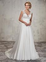 라인 웨딩 가운은 레이스 탑, 쉬폰 스커트, V 넥, 주름진 제국 허리 라인 신부 가운 웨딩 드레스