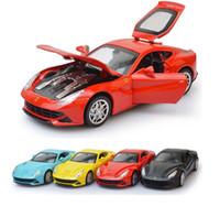 مل 3pcs / الكثير F12 التراجع محاكاة الرياضة موديل السيارة 1:32 السيارات والمركبات Escala صوتية البصرية دييكاست معدنية بنين المفضلة Aolly ألعاب السيارات
