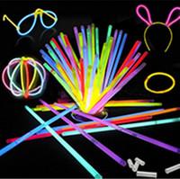Multi Couleur Hot Glow Stick Bracelet Colliers Neon Party LED Clignotant Baguette Baguette Nouveauté Jouet LED Concert Vocal LED Flash Sticks 300pcs
