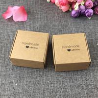 """50 PCS 6.5x6.5x3 cm kraft mode impression """"Fait à la main avec amour"""" Boîtes à cadeaux Papier Boîtes à bijoux boîte d'affichage accepter logo personnalisé"""
