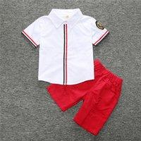 ملابس الأولاد الصيف مجموعات جديدة تتسابق الاطفال الأزهار المطبوعة قميص قصير الأكمام + ثقب السراويل + حزام بو 2PCS مجموعات ملابس الأطفال C1450