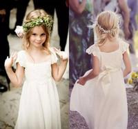 Nettes kleines Kind weiß / Elfenbein-Blumen-Mädchen-Kleider für Hochzeits-Partei, mit einer Kappe bedeckte Ärmel-Chiffon- Spitze-lange Kinderkommunions-Kleider Bohemain