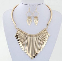 Womens Necklace Earring Sets Pendientes de metal de lujo colgante de cadena babero collar pendientes regalos para su conjunto de joyas