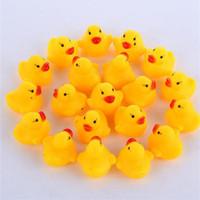Bébé Bain Jouet son Rattle enfants en bas âge Mini Rubber Duck Natation Bathe Cadeaux Race Squeaky Canard Piscine Divertissement Jouer Jouet IB255