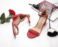 7727365ad03 Moda sólido sandalias de mujer tacón grueso rojo negro damas cuero perla  zapatos mujeres bomba hebilla correa cubierta talón mujer zapatos verano