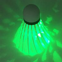 Yeni Karanlık Gece LED Badminton Raketle Birdies Aydınlatma Badminton Yeşil El Feneri Yenilik Aydınlatma Renkli Badminton hafif