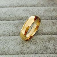 Klasik popüler 18 k Gerçek Altın Kaplama 6mm Titanyum Çelik Kadın Erkek Alyans En Kaliteli solmaz Severler Düğün takı