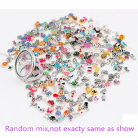 100pcs venda por grosso-quentes / lot mais de 1000 estilo pode Mixed Diferentes Designs Moda Alloy flutuante encantos para o vidro Medalhões Vida