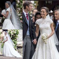 레이스 웨딩 드레스의 Pippa 미들 턴 높은 목 A 라인 백리스 진주 웨딩 드레스 캡 슬리브 Chapel Bridal Gowns