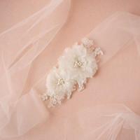 Encantador Faixa de Nupcial De Casamento Caixilhos Cinto Feitas À Mão Acessórios Da Dama De Honra Vestidos De Noiva Tule Com Contas Custom Made Agradável Flores