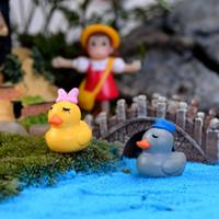 10 pcs casal dos desenhos animados pato Terrário Figurinhas Bonsai Ferramentas de Fadas Decoração Do Jardim Miniaturas Micro Paisagem Gnomos Ornamentos