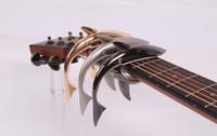 Ücretsiz kargo yüksek kalite Yeni moda tasarım Gitar Banjo Ukulele Köpekbalıkları Halk Gitar Capo Akustik Ahşap Gitar Capo Mandolin Klip