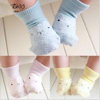 Großhandels-Qualitäts- (4 Paare / Los) Socken-Baumwollknöchelsocken der Karikaturkinder für Babys und Mädchen
