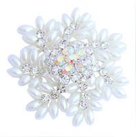 2-calowy świecący srebrny ton snowflake Boże Narodzenie broszka z markizy kształt białe perły wesele prezenty