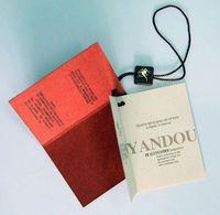 Tag de pendurar de papel perolado impresso 2 cartões com tag de plástico string Tag de swing dobrado personalizado logotipo em carimbo de folha de ouro hangtags de roupa
