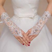 Brandneue Perlen Brauthandschuhe mit Lace Up Romantische Prinzessin Hochzeit Handschuhe für Hochzeitskleid Elegantes Weiß Elfenbein Rot Braut Zubehör