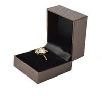 6 قطع بالجملة البلاستيك والمجوهرات عرض مربع براون الطوق التغليف مربع خاتم الخطوبة هدية تخزين مربع 5 * 4.5 * 3.8 cm