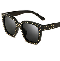New Fashion Vintage Women Rivets Sunglasses 2017 New Brand D...