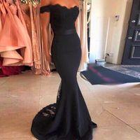 Elegante sirena 2017 Black Prom Dresses fuori dalla spalla in pizzo satinato abito da damigella d'onore abito da sera formale abiti da festa