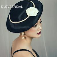 Cappello da sposa vintage in raso nero perlato con accessorio per capelli da sposa da giardino in fiore avorio
