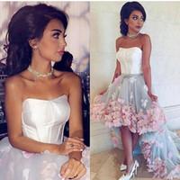 Hoge lage avondfeestjurken 3D Handgemaakte bloemen Applique Prom Jurken Witte en roze Formele Pageantjurken Vestidos de Fiesta