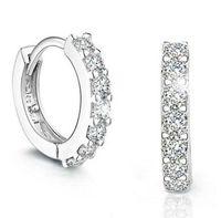 Top Grade Silver Örhängen Små Schweiziska CZ Diamond Crystal Hoop Huggie Örhängen för Kvinnor Tjej Bröllopsfest Smycken Toppkvalitet av DHL