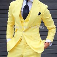 Venta al por mayor- Amarillo 3 piezas de los hombres Trajes de los hombres 2017 Hecho a la medida de la customera de los diseños de pantalones de la moda Traje de los hombres de la moda para los novios de la boda Chaqueta de traje de hombre + chaleco + pantalón