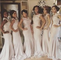 Robes de demoiselle d'honneur de sirène rose clair pays pas cher Sheer Jewel Neck Lace Top gaine demoiselle d'honneur robes robes de soirée de mariage 2017