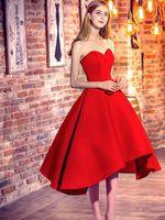 Klassieke prinses lieverd satijn met ruches asymmetrische rode hoge lage prom dresses 2021 cocktail jurken