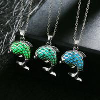 3 cores Estilo Europeu Pedra Luminosa Pingente Colares Por Atacado Brilho Em Colares Escuros Para As Mulheres Sereia Projeto Luminosa Gemstone Jóias