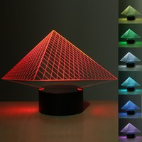 Al por mayor-3D Illusion Pyramid 7 Cambio de color Lámpara de noche Interruptor táctil Luz de mesa de escritorio LED