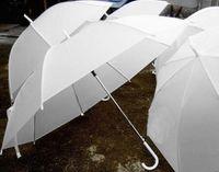 Ducha nupcial de la boda paraguas de nylon blanco sombrilla a prueba de agua mango largo sombrillas lluviosas moda partido caliente decoración de la boda favores