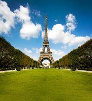 Fondali in vinile per fotografia Sfondo Torre Eiffel Vista esterna Cielo blu Nuvola bianca Prato verde Romantico Sfondo fotografico Matrimonio