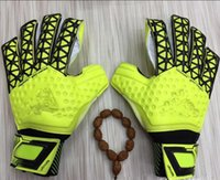 2017 Men Women Soccer Goalkeeper Gloves Wearable Slip Resist...