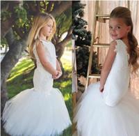 Land-Hochzeits-weiße Meerjungfrau-Blumen-Mädchen kleidet Tulle-Ballkleid-Zug-Spitze-Applikations-Perlen-kleine Mädchen-Festzug-Kleid-heilige Kommunion-Kleid