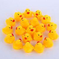 100 unids / lote venta al por mayor mini baño de goma pato Pvc pato con sonido pato flotante entrega rápida nadar playa