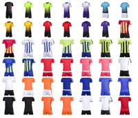 Uniformes do futebol por atacado feitos sob encomenda, jérsei de futebol diferente e estilos curtos do futebol, possibilidade personalizar uniformes da equipe Tops com short