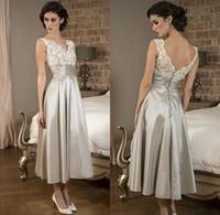 2018 Vintage Mother Of the Bride Dresses Splendida senza maniche in pizzo con scollo a V una linea di tè lunghezza abiti da sera lungo prom party