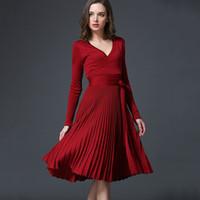 Весна осенний европейский стиль сексуальное трикотажное платье v шею плиссированные юбка с поясом 7 цветов 2021