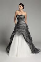 Neue Ankunft A-line lange gotische schwarze und weiße Brautkleider trägerlosen Korsett Pick-up Tüll Vintage bunte Brautkleider nicht weiß
